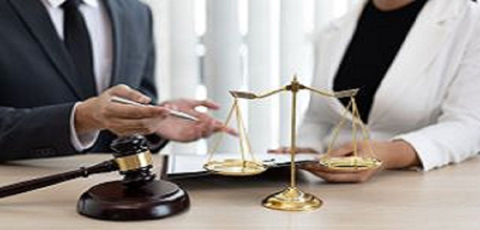 נאשם בעבירות איומים ואלימות הורשע בתקיפת בת זוגו לשעבר באמצעות מכונת תספורת